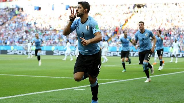 اخبار الرياضة العالمية ، حكم مباراة السعودية وأوروغواي يعترف بمحاولة إرضاء سواريز