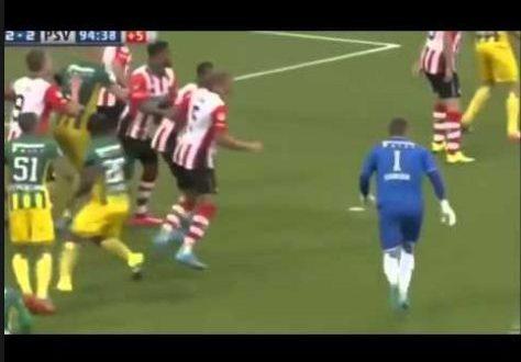 عندما يسجل حارس المرمى هدف لينقذ فريقه في الدقائق الاخيرة