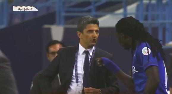 بالفيديو .. تعليق مدرب الهلال عقب المشادة الكلامية مع اللاعب الفرنسي جوميز