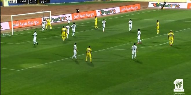 شاهد كرة الخط المثيرة للجدل في مباراة الاتحاد والحزم